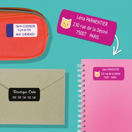 Autocollants personnalisables pour objets placés sur une trousse, un cahier et une enveloppe.